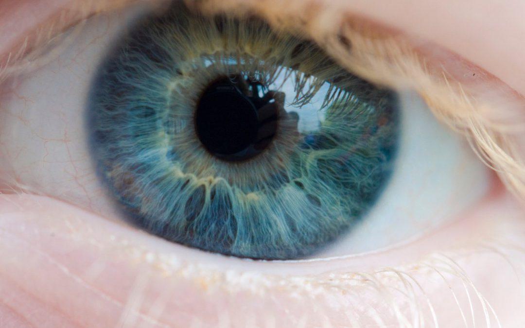 Почему один глаз видит хуже другого?